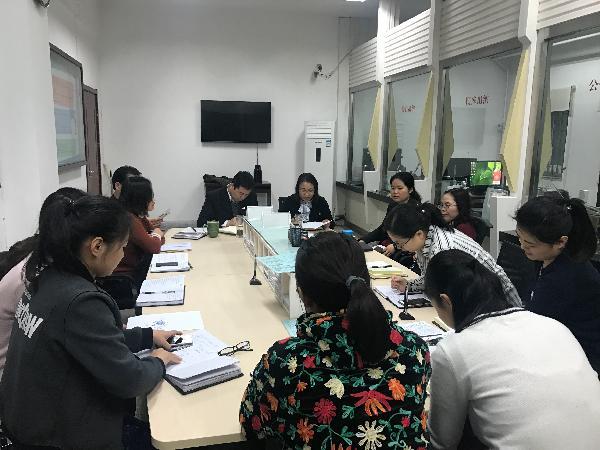 计划财务处党小组召开党员组织生活会